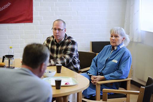 Dystra stämningar i Bjuv: Sedan två veckor har Dennis Nilsson och Christel Jansson levt i ovisshet. Arbetsförmedlingen i kommunen förbereder sig nu för att möta 450 nya arbetslösa. Foto: Björn Lingren/TT