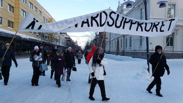 Äldrevårdsupproret håller demonstration i Luleå.