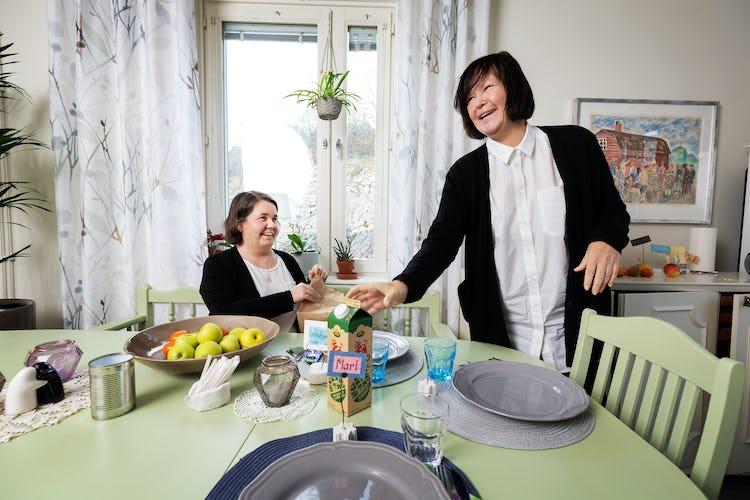 Mari Samuelsson och Isabella Aro.