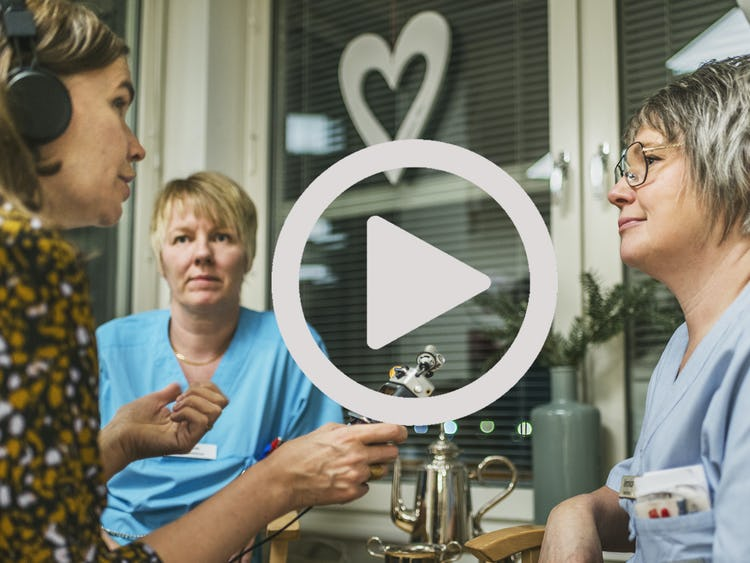 Susanne Burman och Veronica Hammarlund intervjuas.