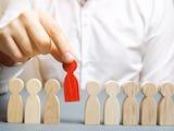 Risken för uppsägning av obekväma anställda ökar, enligt debattskribenten.