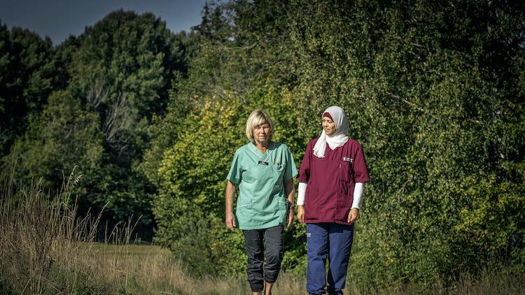 Rosmari Löfdahl och Samia Ahmad, undersköterskor.