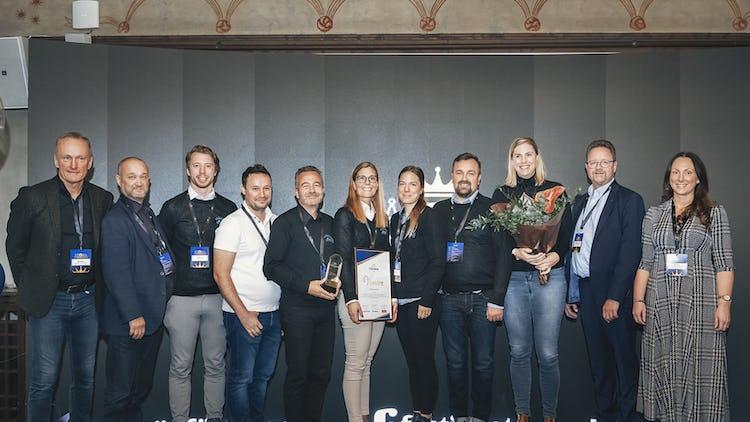 Årets Vinnare, Småländska Städ, med vd Eva Qvarnström i mitten. Tillsammans med juryn för priset: Kent Norberg, Lars Fischer (Kommunal), Magnus Pettersson (Fastighets) och Emma Unevik (ordförande, Almega Städföretagen).