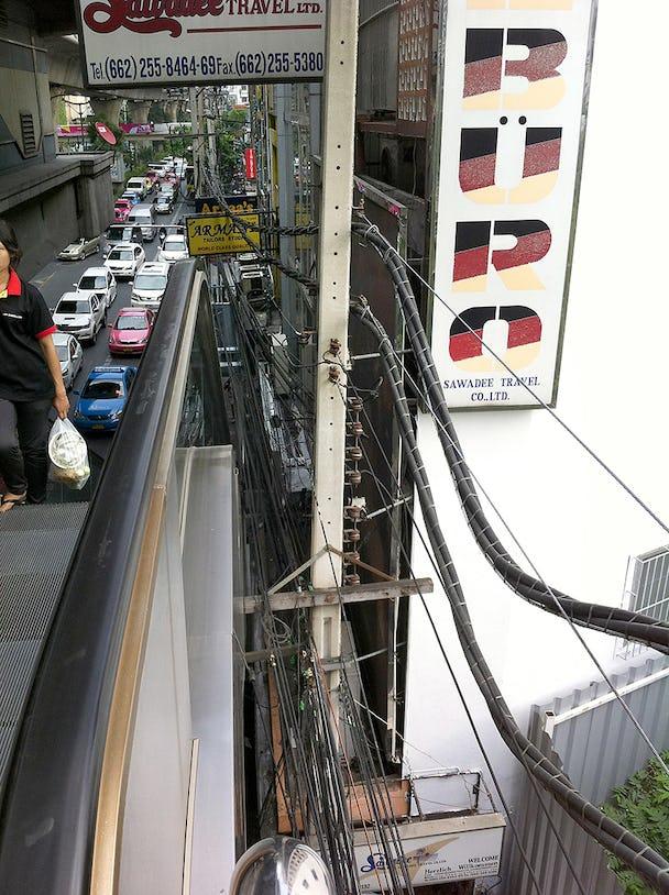 Från en rulltrappa i distrikt NANA Bangkok. Foto: Kenneth Olausson