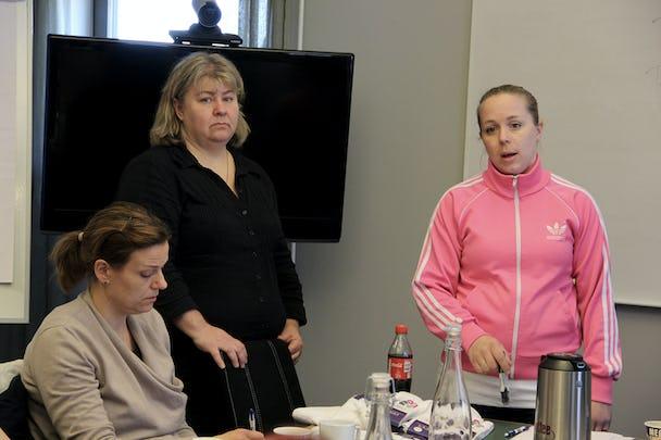 Linnéa Malmeflod och Petra Jansson samlade kvinnorna i Målarettan. Foto: Helena Forsberg