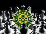 Ett schackbräde med skyddsombuds-symbolen monterad i mitten