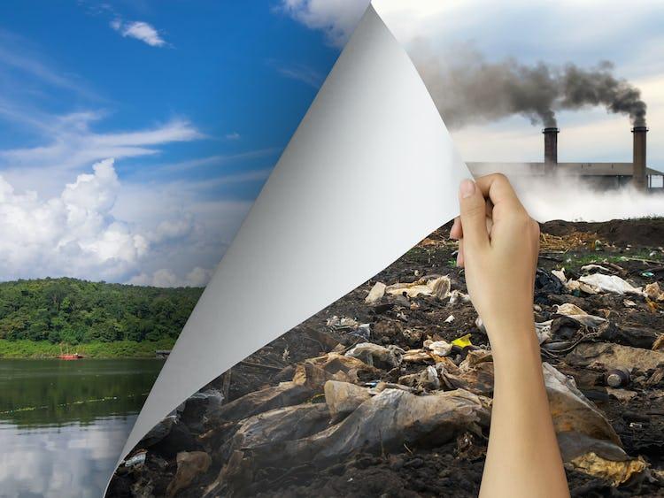 En hand drar bort en bild på ett förorenat landskap, och under finns en bild på en blå himmel och grönt gräs