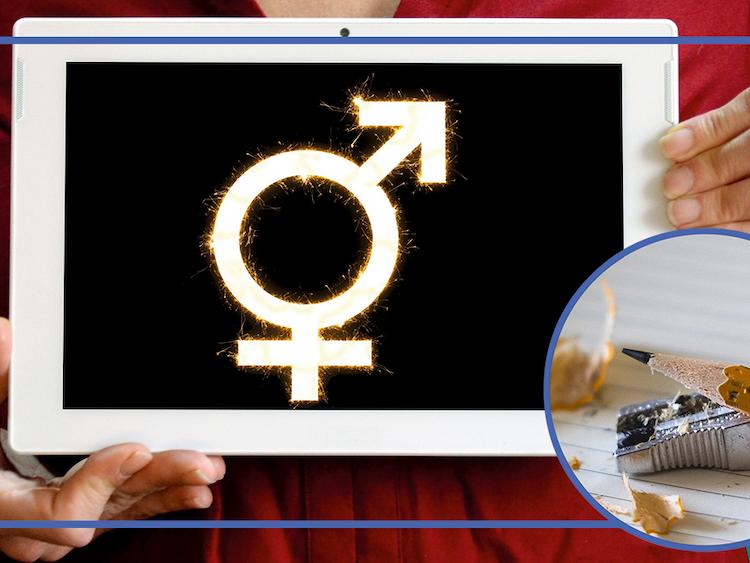 En person håller upp en skylt med tecknen för manligt och kvinnligt sammanfogade, invid en bild på en penna.