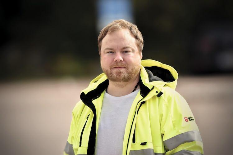 Joakim Johansson i Målarnas gula refelxjacka